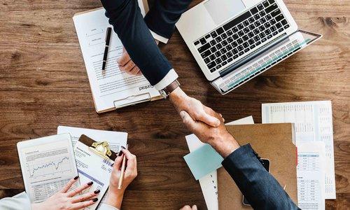 Acuerdo entre personas de negocio